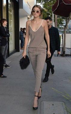 Style Inspiration : 50 Amazing Gigi Hadid Street Style Looks - Fashionetter Best Street Style, Street Style Looks, Looks Style, Estilo Gigi Hadid, Gigi Hadid Style, Look Fashion, Street Fashion, Chic Outfits, Fashion Outfits