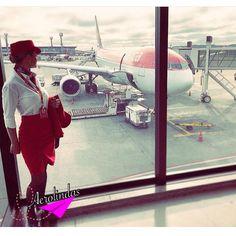 Aerolinda : Cris Weiler ✈️☁️_______________________________________#travellerslife#Aerolindas#Aerolindasoficial#Aerolindas_oficial#voar#aeromoça#cabincrew#stewardess#flightattendant#comissárias#comissariasdebordo#crewlife#vidadeaeromoça#flyway#airhostess#overheadbin#azafata#azafatadevuelo#comissariadebordo#aroundtheword#revistatripulante#Viewfromthetop#avianca#aviancabrasil #retro#vintage