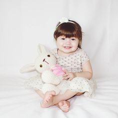 Feliz Páscoa! . . . . . #amigurumi #amigurumiaddict #feitoamao #friends #easter #bunny #pascoa #semprecirculo #coelho #artesanato by ami.crochet