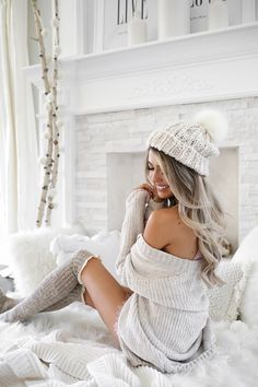 12 cute and cozy oversized sweater outfits 7 Winter Mode Outfits, Winter Fashion Outfits, Fall Outfits, Cute Outfits, Oversized Sweater Outfit, Sweater Outfits, Long Socks Outfit, Oversized Sweaters, Knit Cardigan