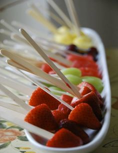 Add chocolate fondue and we have a party.Fresh fruit lollipops, how brilliant! Food on sticks, finger foods, lollipops, things that are easy to pick up and eat in a bite and throw the stick away. easy food and cleanup. I like this idea. Fruit Recipes, Appetizer Recipes, Cooking Recipes, Snack Recipes, Appetizers, Healthy Snacks, Healthy Eating, Healthy Recipes, Healthy Kids
