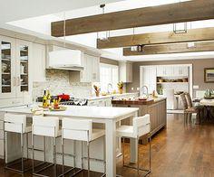 Una cocina abierta y con zonas claramente diferenciadas para las distintas…