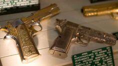 """Los lujos de """"El Chapo"""" Guzmán: armas de oro, leones y dólares"""