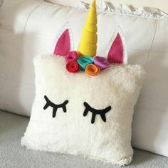 Decorate a store bought/old pillow Unicorn Room Decor, Unicorn Rooms, Unicorn Bedroom, Felt Crafts, Diy And Crafts, Crafts For Kids, Arts And Crafts, Cute Pillows, Diy Pillows