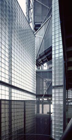 Edificio Grupo Precisión  / Guillermo Acuña Arquitectos Asociados