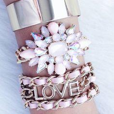 💐🌌😘#jewelry #jewels #fashion #trendy #accessories #style #blog #blogger #blogueirasbrasil #glam #joias #pink #moda #tendencias #diamonds #tumblr #pinterest #beautyblogging #beautiful #beautyblogs #bloggerstyle #fashionista #fashionblogger #fashiongram #blogueira #bblogger #vidadeblogueira #instablog #panelaobgs #lifestyle . . . . .  www.carolinebeltrame.com.br