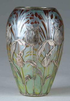 This is a vase from the art nouveau period. It was created in the early twentieth century by 'Loetz', which was the premier Bohemian art glass manufacturer during the art nouveau period. Antique Glass, Antique Art, Antique Rings, Cristal Art, Design Art Nouveau, Jugendstil Design, Keramik Vase, Objet D'art, Belle Epoque