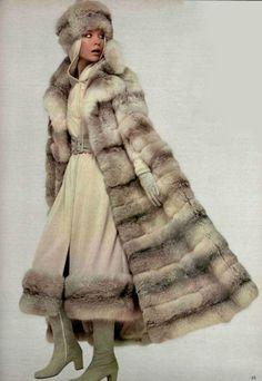 1970 Guy Laroche Chinchilla Fur, Vintage Outfits, Vintage Fashion, Seventies Fashion, Fur Cape, Fabulous Furs, Fur Blanket, Cowgirl Outfits, Vintage Coat