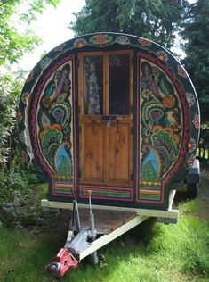 Gregs Gypsy Bowtops specialise in hiring beautiful handmade and hand painted gypsy caravans for weddings and festivals. bringing the magic to your event. Gypsy Trailer, Gypsy Caravan, Gypsy Wagon, Teardrop Camper Plans, Gypsy Home, Gypsy Style, Bohemian Gypsy, Hippie Style, She Sheds