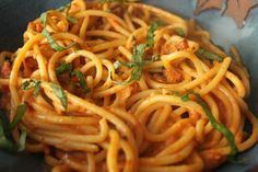 This Vodka Sauce recipe is easy, quick and SO delicious! Guaranteed to bring your loved ones to the table. Serve with your favourite pasta and add chicken or shrimp for extra protein. Vodka Recipes, Sauce Recipes, Ramp Pesto, Great Recipes, Favorite Recipes, Cream Pasta, Pepper Pasta, Vodka Sauce, Basil Chicken