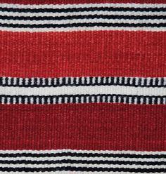 """Der rote Teppich """"Tuareg"""" ist ein hochwertiger Wollteppich im orientalischen Stil. Er erinnert an die edlen Tücher und Teppiche der Tuareg und lässt uns von """"Tausendundeiner Nacht"""" träumen. In traditioneller Handarbeit aus Wolle und... 140x200cm -  395,00 €"""