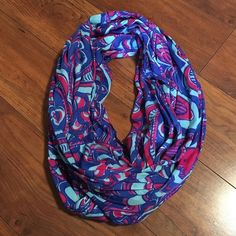 Lilly Pulitzer Reel me in Riley infinity scarf Like new. Very very excellent condition. Lilly Pulitzer Accessories Scarves & Wraps