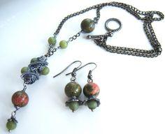 Parure avec unkaite et jade tons vert  rose graphite par Adrimag