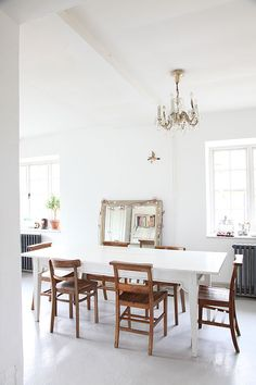 White on white interiors - click through to find out our 5 simple ways to achieve the look in your own home.