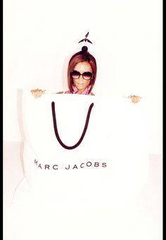 Victoria Beckham par Juergen Teller pour la campagne Marc Jacobs printemps-été 2008 http://www.vogue.fr/thevoguelist/marc-jacobs-1/267