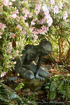 Love dramatic artistic sculptures tucked into garden plantings. Makes you wonder what you will see next as you wander through.