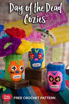 Day of the Dead Cozies free crochet pattern in Super Saver yarn. Crochet our festive jar cozies for Day of the Dead or to add a festive vibe any time of the year. They are perfect for holding treats, buttons, flowers or utensils at a party. Crochet Coffee Cozy, Crochet Cozy, Crochet Gratis, Free Crochet, Simply Crochet, Halloween Crochet Patterns, Easy Crochet Patterns, Knooking, Holiday Crochet