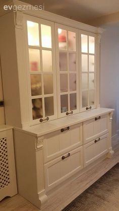 Şimdiki evimizde ev sahibimiz Bahar hanım, dekorasyona kişisel ilgi duyması dışında, aynı zamanda profesyonel olarak mobilya sektörünün 16 yıldır içinde. Tabi durum böyle olunca, mobilya tasarımlarınd...