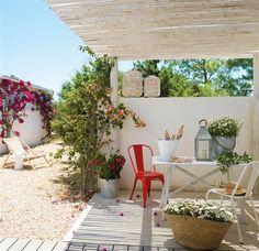 Porche blanco y con cañizo en Formentera