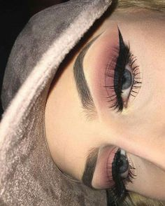 When it comes to eye make-up you need to think and then apply because eyes talk louder than words. The type of make-up that you apply on your eyes can talk loud about the type of person you really are. Makeup Goals, Makeup Inspo, Makeup Art, Makeup Inspiration, Beauty Makeup, Makeup Ideas, Makeup Trends, Makeup Style, Makeup Hacks