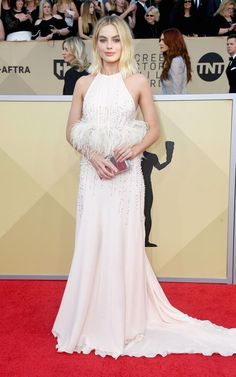 SAG Awards 2018 Red Carpet: Best Dressed and Fashion Highlights - Margot Robbie in Miu Miu Home Fashion, Star Fashion, Kate Hudson, Margot Robbie, Celebrity Red Carpet, Celebrity Look, Nicole Kidman, Halle Berry, Blake Lively