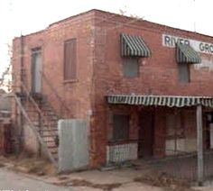 Stairs to rooms above the old River Groc & Meat Mkt. Burnett in Wichita Falls, of the Barrow Gang's hideouts - Bonnie & Clyde Bonnie And Clyde Death, Bonnie Clyde, The Babadook, Bonnie Parker, Wichita Falls, Places To Travel, History, Texas Forever, Mobsters