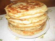 Placinta cu cartofi, varza sau branza Romanian Desserts, Romanian Food, Romanian Recipes, Holiday Recipes, Great Recipes, Favorite Recipes, Meals Without Meat, Cookie Recipes, Dessert Recipes