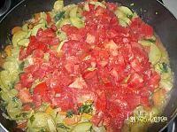 Mancare de dovlecei - Retetele utilizatorilor LaLena.ro Salsa, Ethnic Recipes, Food, Meal, Salsa Music, Restaurant Salsa, Essen, Hoods, Meals