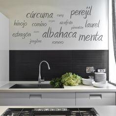 Precioso vinilo decorativo ideal para tu cocina con collage de nombres de especias.