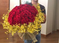 Arranjo de Rosas Vermelhas com Chuva de Ouro #PollenDreams #Pollen #SãoPaulo #Brasil #Felicidade #Carinho #Amor #Casamento #Flores #Rosas