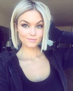 Looking for gorgeous short blunt bob haircuts for women? Find a full photo gallery with styling ideas of short blunt bob haircuts. Pick your style today. Medium Hair Cuts, Medium Hair Styles, Short Hair Styles, Short To Medium Hair, Short Fine Hair, Bob Styles, Short Blonde Bobs, Blonde Blunt Bob, Blond Bob