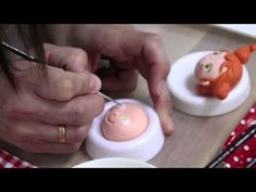 EYES Perfect Paint On Fondant And holder to rest in ! Fondant Tips, Fondant Icing, Fondant Toppers, Fondant Cakes, Cupcake Cakes, Fondant Figures Tutorial, Cake Topper Tutorial, Cake Decorating Tutorials, Cookie Decorating