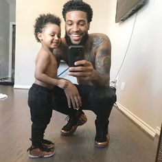 He is soo cute @ illy gang Cute Family, Baby Family, Family Goals, Family Kids, Father And Baby, Daddy And Son, Baby Daddy, Black Fathers, Fathers Love