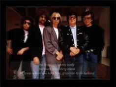 Traveling Wilburys - Dirty World - Lyrics