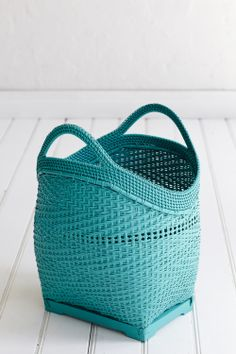 Large bamboo basket in turquoise Shades Of Turquoise, Turquoise Color, Aqua Blue, Shades Of Blue, Verde Tiffany, Azul Tiffany, Tiffany Blue, Pantone Turquoise, Bamboo Basket