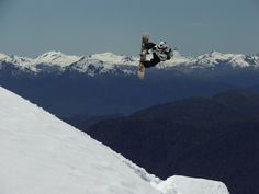 Snowboard , en el Volcan Choshuenco , en la reserva de Hulo Huilo  CHILE
