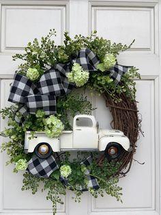 Farmhouse Wreath, Farm Truck Wreath, Buffalo Check Wreath, Black and White Checked Wreath, Spring Wr Christmas Mesh Wreaths, Deco Mesh Wreaths, Holiday Wreaths, Ribbon Wreaths, Floral Wreaths, Burlap Wreaths, Prim Christmas, Fall Door Wreaths, Christmas Trees