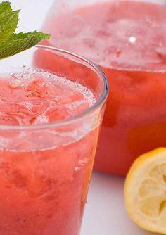 Strawberry Lemonade - Ree Drummond - The Pioneer Woman - this is yummy! Strawberry Lemonade - Ree Drummond - The Pioneer Woman - this is yummy! Easy Drink Recipes, Yummy Drinks, Yummy Food, Cooking Recipes, Juice Recipes, Sparkling Strawberry Lemonade, Homemade Strawberry Lemonade, Strawberry Lemonade Recipe Pioneer Woman, Happy Hour