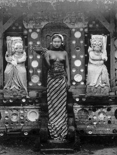 bali old photos Maluku Islands, Bali Girls, Philippines, Dutch East Indies, Ancient Beauty, Vintage Pictures, Vintage Images, Balinese, World Cultures