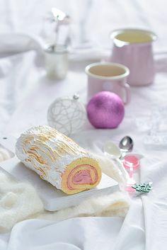 ¡Qué cosa tan dulce!: Tronco de navidad {relleno de crema de chocolate blanco y frambuesa y cubierto de merengue}