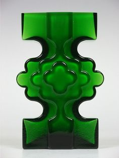 "Alsterfors ""stepped"" green glass vase by Per-Olof Strom Art Of Glass, Vintage Vases, Modern Glass, Glass Design, Retro, Shades Of Green, Colored Glass, Stained Glass, Sculptures"