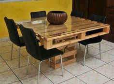 There are different pallet table plans for your living and drawing rooms. You can make the pallet tables with the planks of wood available in your home or you Wood Pallet Tables, Pallet Dining Table, Wooden Pallet Furniture, Palet Table, Bed Table, Chair Bed, Crate Table, Pallet Chair, Pallet Patio