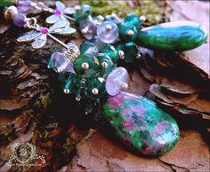 Boucles libellules, grands Rubis sur zoisite, Amétrine, Agate mousse, cristal : ᘛ Lapidaire des odonates moussues ᘚ : Boucles d'oreille par atelier-bijoux-legendaires