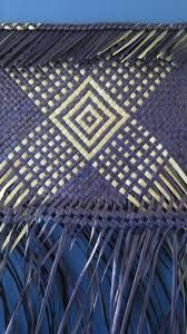 Resultado de imagem para Weaving flax - Harakeke                                                                                                                                                                                 More Flax Weaving, Weaving Art, Loom Weaving, Basket Weaving, Flax Fiber, Maori Designs, Weaving Designs, Maori Art, Tear