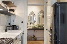 Beautiful kitchen at Narvavägen in Stockholm. Love the venetian mirrors