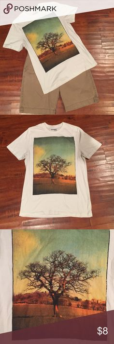 Men's Old Navy Tshirt Great condition, no rips, stains, or other signs of wear, fits true to size. 60% cotton, 40% polyester. Old Navy Shirts Tees - Short Sleeve