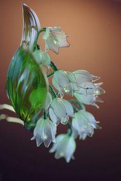 Imagem Nylon Flowers, Wire Flowers, Paper Flowers, Diy Resin Crafts, Diy And Crafts, Flower Crafts, Flower Art, Resin Jewelry, Jewelry Crafts