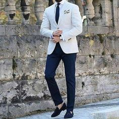 Pure class by our friend What do you think? Leave your thoughts belo. Blazer Outfits Men, Mens Fashion Blazer, Suit Fashion, Marcelo Mello, Summer Wedding Suits, Stylish Men, Men Casual, Blue Suit Men, Jackett