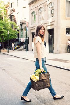 This time I want to share with you an awesome compilation of street style images, where ladies appear in 2018 spring denim trends. So, when the spring comes in French Fashion, Look Fashion, Womens Fashion, Fashion Trends, Gothic Fashion, Ladies Fashion, Looks Style, Style Me, Paraître Plus Mince