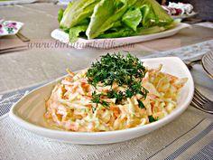 PRATİK SOSLU LAHANA SALATASI | Pratik Ev Yemekleri  orta boy bir beyaz lahananın yarısı 4 adet orta boy havuç 2 tatlı kaşığı toz şeker Sosu için 5 yemek kaşığı süzme yoğurt 1 yemek kaşığı mayonez (arzu edilirse) bir diş sarımsak tuz üzeri için kıyılmış dereotu Hazırlanışı beyaz lahanaları yıkayıp,ince ince doğruyoruz ve 2 tatlı kaşığı toz şeker ile çok az ovuyoruz. havuçları rendeleyip ovduğumuz lahanaya ilave ediyoruz. başka bir kapta yoğurt sarımsak mayonez (bu salatada arzuya göre…
